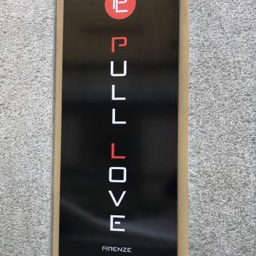 Pull Love: insegna